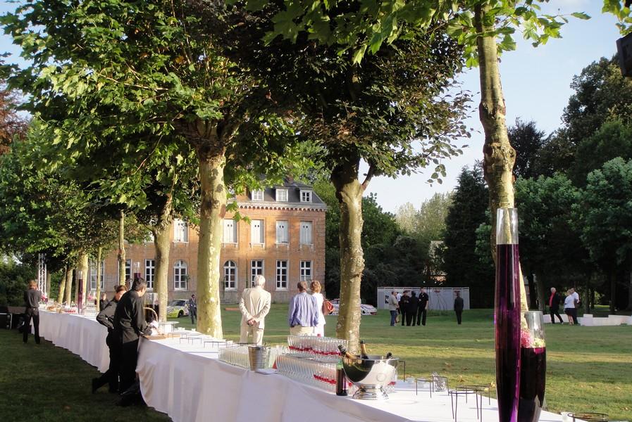 Photographie des jardins du château de Bois-Guilbert accueillant une grande réception