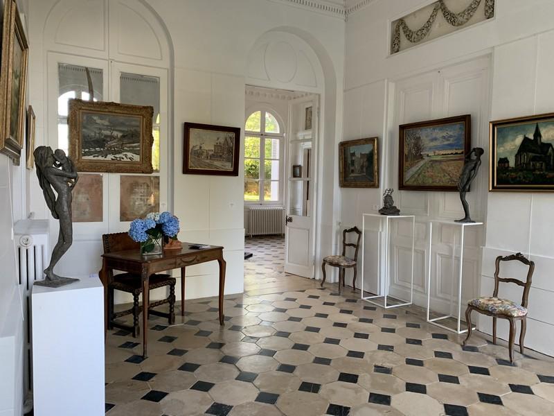 Photographie en couleurs d'un couloir du château de Bois-Guilbert