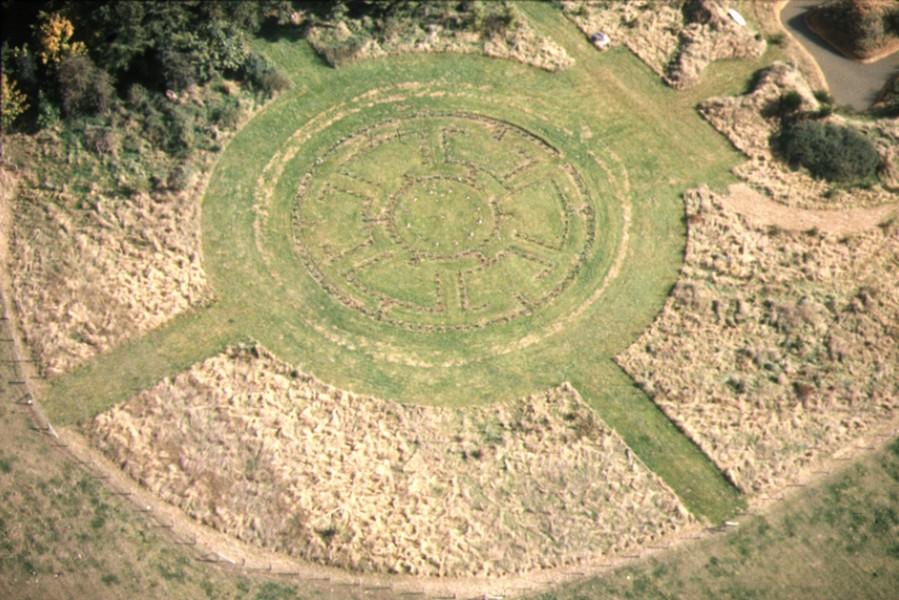 Vue aérienne des vestiges d'un labyrinthe végétal